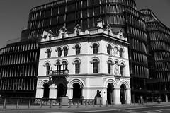 Contrastes (Ce Rey) Tags: arquitectura contraste blackandwhite london londres blancoynegro edificios byn bw eos80d canon