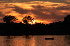 Boating on sunset light (Syncher) Tags: sunset light orange boat lake zalew lublin zach zachód słońca polska poland water clouds trees waves fz1000 panasonic zoom telephoto tele