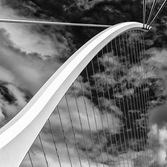 The Harp (Leipzig_trifft_Wien) Tags: pearsestreet dublin irland ie square bridge building structure lines curve white black blackandwhite monochrome modern contemporary sky clouds architecture