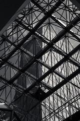 20180722-DSC4827 (A/D-Wandler) Tags: berlin deutschland kudamm blackandwhite bw schwarzweis fassade struktur fenster hochhaus überlagerung himmel wolken geometrisch linien architektur oberlicht symmetrie decke einfarbig