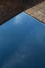 Mirrored (Herr Olsen) Tags: sky himmel bacjkstein dreieck schatten shadow