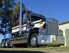 SRV (quarterdeck888) Tags: cosgrove srv kenworth trucks photos truckphotos australiantrucks outbacktrucks workingtrucks primemover class8 overtheroad interstate frosty quarterdeck jerilderietrucks jerilderietruckphotos flickr bdoubles lorry bigrig highwaytrucks interstatetrucks nikon truck kenworthclassic kk kenworthclassic2018 truckshow truckdisplay workingclasstrucks noprizes t900 legend limitededition