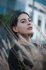 In to the Leaves (diegography) Tags: portrait retrato pretty colors colores day sky eyes beauty canon canon77d bokeh hotel riu