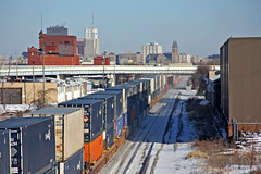 Cold Morning in Akron (craigsanders429) Tags: csx csxtrains csxnewcastlesubdivision containertrains stacktrains csxstacktrains