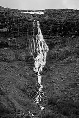 Waterfall along the RV55 (Pascal Riemann) Tags: sw norwegen skandinavien rv55 landschaft natur wasserfall landscape nature norge norway outdoor scandinavia schwarzweis bw blackandwhite einfarbig monochrome waterfall