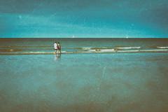 Promenade les pieds dans l'eau (Des.Nam) Tags: mer merdunord vagues bleu blue littoral personnes people plage sable sand fuji fujinon fujixpro2 xpro2 xprostreet desnam texture analogefex eau ciel cielnuageux bateaux street streetphotographie wonderfulworld