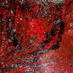 3 versions de rouge ..... (peu présente...ailleurs !) Tags: texture rouge couleur matière métal coque