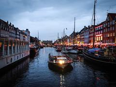 Nightly Harbour (Fabian Fortmann) Tags: copenhagen night cityscape smartphone sony xperia xz2 premium boat harbour nyhavn