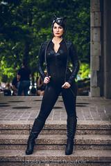 SP_81049 (Patcave) Tags: dragon con dragoncon 2018 dragoncon2018 cosplay cosplayer cosplayers costume costumers costumes catwoman selina kyle dc comics batman villainess slinky whip catonines black leather catsuit