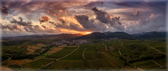 """Hinterm Horizont"" (Peter Daum 69) Tags: sunset licht light sunrise sonnenaufgang farbe color wolken clouds horizont landscape landschaft scenery fotograf photoart berge mountain dream traum reality xxl"