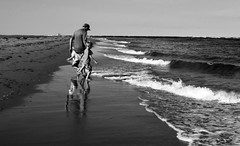 2018_228 (Chilanga Cement) Tags: fuji fujix100f fujifilm xseries x100f 100f bw blackandwhite monochrome beach pei princeedwardisland canada candid play playing wave waves family