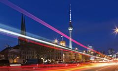 City Lights (FH | Photography) Tags: berlin deutschlaand hauptstadt strasse verkehr city lights skyline alexanderplatz fernsehturm nikolaiviertel mühlendamm betrieb licht fahrzeuglichter lichtspuren lichteffekt abends blauestunde rücklichter häuser gebäude zentrum rotesrathaus