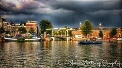 Amsterdam (Lucio José Martínez González) Tags: luciojosémartínezgonzález amsterdam holanda nederland water clouds nubes agua canales kannal europa europe hdr ngc puente bridge city ciudad