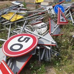 20180905_30 Kampen (NL) traffic signs mess