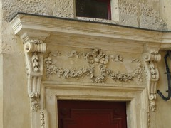 DSC01428 (dottyvdb) Tags: sculptures gard nimes architecture detail porte