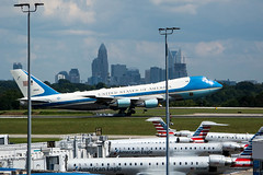 Touchdown. (Lakeside Annie) Tags: 2018 20180831 55300mm 55300mmf4556 8312018 af1 airforce1 airforceone august31 clt charlotte charlottedouglasinternationalairport charlottenc charlottenorthcarolina d7100 friday leannefzaras nc nikkor55300mmf4556 nikkor55300mm nikon nikond7100 northcarolina presidenttrump sarazphotography trump
