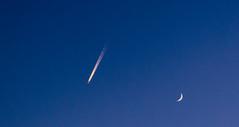 Alineamiento (253/365) (Walimai.photo) Tags: sky cielo plane avión luna moon blue bleu azul lx5 lumix panasonic