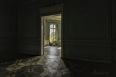 Chateau Cinderella (Marian Smeets) Tags: chateau chateaucinderella urbex urbexexploring vervallen verlaten decay abandoned nikond750 mariansmeets 2018 nikcollection room kamer deur door window raam