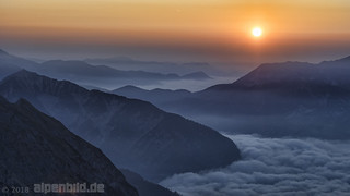 Sonnenaufgang hoch über`m Achensee und Falzthurntal