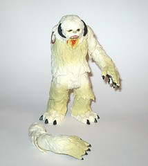 wampa from wampa and luke skywalker hoth star wars the last jedi red and white card creature and basic action figure force link 2017 hasbro h (tjparkside) Tags: wampa from luke skywalker hoth star wars last jedi red white card creature basic action figure force link 2017 hasbro 2018 figures snow ice planet episode v five 5 tesb esb empire strikes back cave 20 green razor sharp fangs claws fur tauntaun taun tauns lightsaber blaster pistol holster headgear jacket