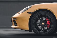 Porsche 718 Boxster S Detail (Sebastian Bayer) Tags: nacht cabrio sportwagen himmel porsche gold seb718 718 auto bremse reifen lampe boxster felge 718boxsters sunrisegoldmetallic detail