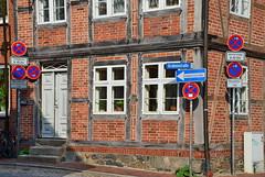 Alles klar in Mölln? (antje whv) Tags: mölln schleswigholstein norddeutschland northgermany fachwerk fachwerkhaus verkehrszeichen