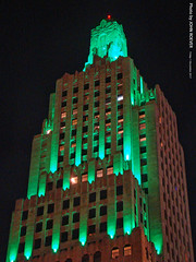 Power & Light Building, 1 Dec 2017 (photography.by.ROEVER) Tags: kc kcmo kansascity downtown kcskyscraper kcarchitecture architecture building skyscraper powerandlightbuilding powerlightbuilding artdeco artdecoskyscraper green downtownkansascity night nightphoto nightphotography 2017 december december2017 missouri usa