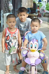 brothers (the foreign photographer - ฝรั่งถ่) Tags: three brothers street tricycle khlong thanon portraits bangkhen bangkok thailand nikon d3200