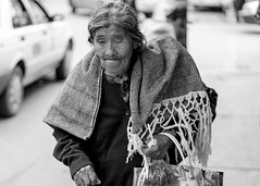 Rebozo (Marcos Núñez Núñez) Tags: streetportrait streetphotography retratocallejero retrato blancoynegro monocromático streetphotographer blackandwhite rebozo anciana bw canoneosrebelt5 oaxaca tuxtepec