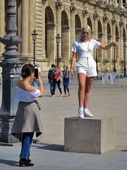Still a girl above a cube near the Louvre pyramid (pivapao's citylife flavors) Tags: paris france people girl beauties louvre photographer architecture