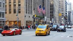 Sixth Avenue - Midtown Manhattan (SomePhotosTakenByMe) Tags: auto car taxi cab yellowcab flag flagge fahne urlaub vacation holiday usa nyc america amerika newyorkcity newyorkstate newyork stadt city downtown midtown uptown sixthavenue gebäude building outdoor loft shop store geschäft laden manhattan