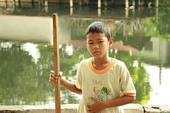 boy with pole (the foreign photographer - ฝรั่งถ่) Tags: boy pole khlong thanon portraits bangkhen bangkok thailand canon