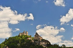 le château fort et l'église de  ... (jean-marc losey) Tags: france occitanie aveyron najac chateaufort église ciel nuages randonnée d700