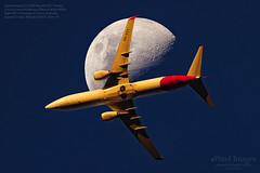 Qantas Boeing 737-838 Reg. VH-VZY 'Temora' crosses through the Waxing Gibbous Moon 59.9% (ePixel Images) Tags: qantas boeing boeing737 boeing737838 vhvzy temora aircraft brisbane flight qf710 waxinggibbousmoon moon australia travel domestic transport