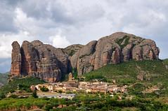 AGÜERO (LUMINA TERRIS) Tags: geology structuralgeology sedimentology sedimentary rocks conglomerate cenozoic huesca aragon spain