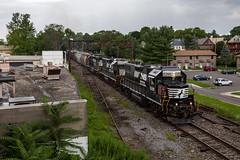 Back to Allentown (sully7302) Tags: norfolk southern h76 east stroudsburg gp382 sd402 pocono pennsylvania train transport urban signal lackawanna trains railway