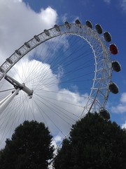 018 - London Eye (EllieSmithPhotos) Tags: edited london england britain south west north east sky blue clouds ride seating trees angle camera phone focus upwards girls lines tall huge big landmark human man manmade nature greenery green white pods tourists visitors summer photo photography image picture imagery