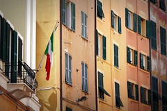 la vecchia Genova (fotomie2009) Tags: genova liguria italy italia flag bandiera via san vincenzo palazzo palazzi building buildings facciata facciate façade finestre windows perslane