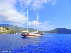 La goletta (FIORE Luigi) Tags: mare barche cielo isoleeolie isola sea nuvole monte sicilia messina azzurro