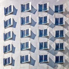Study of Shadow & Light (Paul Brouns) Tags: frame square paulbrouns paulbrounscom complex building surface white windows facade duitsland detschland germany dusseldorf gehry frank
