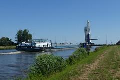 Eemskanal, Binnenschiff Francisca bei Woltersum (antje whv) Tags: schiffe ships binnenschiffe eemskanal holland netherlands nederland brücke bridgeklappbrücke kanal