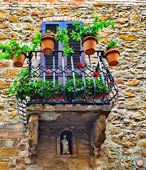 Tuscan balcony (gerard eder) Tags: world travel reise viajes europa europe italy italia italien tuscany toscana toskana valdorcia city ciudades cityscape cityview städte stadtlandschaft street streetlife streetart balcony balkone balcones architecture architektur arquitectura flowers flores blumen urban urbanlife urbanview outdoor oldcity