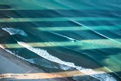 Australia - Surfers Paradise (Rafael Zenon Wagner) Tags: ozean schatten nachmittag sonnenlicht wasser wellen surfer strand wolkenkratzer australien nikon d810 ocean shadow afternoon sunlight water waves beach skyscrapers australia blau blue grün green