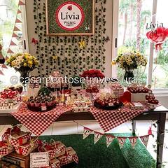 Em breve, muitas fotos dessa festinha com tema #picnic 😄 📍Decor e personalização: @casamentosetravessuras 📍Docinhos: @louziehdoces E @alessandra_tonisi 📍Balões @cenariobaloes 📍Flores: @marisa_d (casamentosetravessuras) Tags: instagram facebookpost lembrancinhas personalizadas