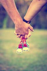 """"""" Ce qui me lie à toi est encore bien plus fort que l'amour.""""  Georges Bernanos (ADS-Imaginarium) Tags: amour enfant bébé romantisme macro pastel amoureux mains"""