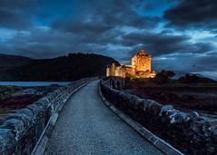 To Eilean Donan castle (lavignassey) Tags: ecosse scotland eileandonan castle chateau pont bridge passerelle nuage cloud