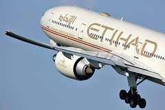 A6-ETJ (AnDyMHoLdEn) Tags: etihad 777 boeing777 egcc airport manchester manchesterairport 23l