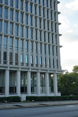 2018-08-FL-195120 (acme london) Tags: atlanta building georgia lifeofgeorgia lifeofgeorgiabuilding marblecladding marblefacade office officebuilding shading shadingfacade stonecladding tower usa