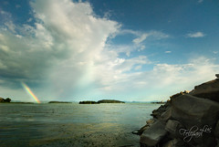 Indeciso sicuramente (luc.feliziani) Tags: trasimeno lago arcobaleno nuvole scogliera traghetto isole island italy umbria sky