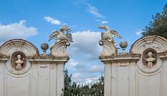 Roma, Villa Borghese accesso a uno dei giardini segreti (adrianaaprati) Tags: roma villaborghese garden park statues dragon dragons sky clouds entrance secretgardens